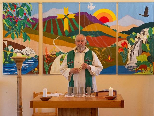 Rev.. John de Gruchy serving communion